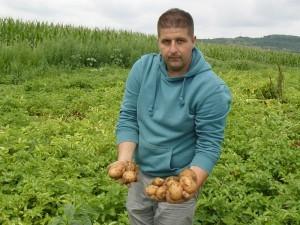Cel mai tînăr fermier, Emanuel Sava, cultivă 3 ha de cartof, în rotaţie