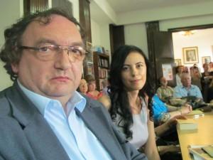 Universitarul Gheorghe Glodeanu  şi tînăra autoare Laura Cornea