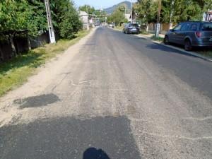 Porţiune de drum reabilitat, la Strîmtura