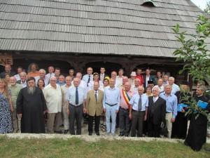 """Participanţi ai simpozionului la """"Casa Mamei Bătrâne"""", pensiunea Seky"""