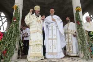 S-a-sfinţit-Sfânta-Cruce-a-bisericii-noi-din-Plopiş-2