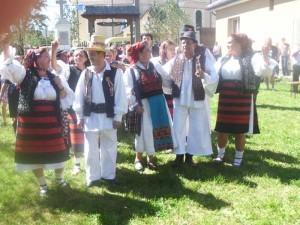 Ansablul-folcloric-Tileguta-din-Petrova