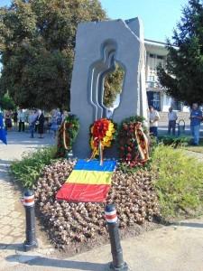 monument-detinuti-politici1