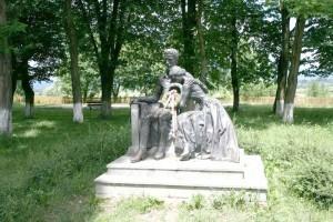 Statuia lui Petőfi Sándor din curtea castelului
