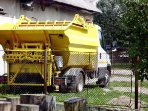Maşina care efectuează crăţenia comunei