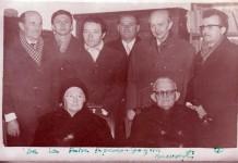 Şişeşti 1972 - Aurel Coza şi soţia sa Augusta. În picioare, al treilea din stînga, Ion Igna