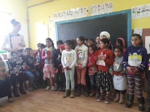 Copii-romi-in-activitati-la--Ponorita