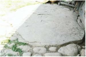 Pragul Bisericii din Şes – Ieud, cu Piatra lui Pintea