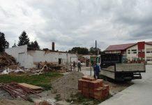 Şcoala veche se demontează, pe locul ei construindu-se o grădiniţă