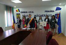 Primarul Anton Ardelean prezintă însemnele anivesare pe care le va primi fiecare cetăţean