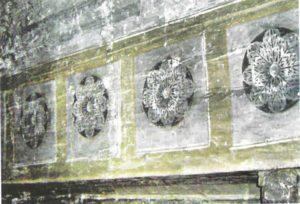 Detaliu cu rozeta bogdăneștilor sub forma  trandafirului cu cinci petale