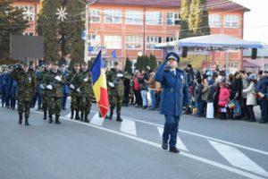 Paradă militară - comandantul cpt. Ovidiu Pasenciuc