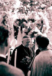 Primul episcop greco-catolic de Maramureş, aflat în vizită la Şişeşti - 8 septembrie 1943