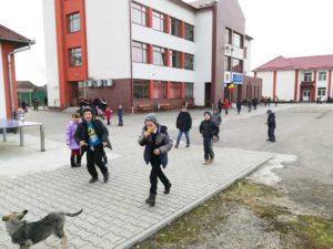 Bazinul de înot se construieşte în spatele şcolii