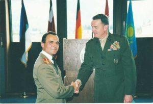 În Germania, felicitat de generalul american