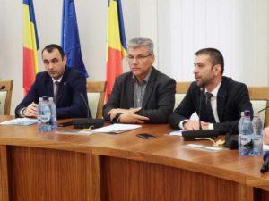 Prefectul Vasile Moldovan, ministrul Ioan Deneş, preşedintele CJ - Gabriel Zetea