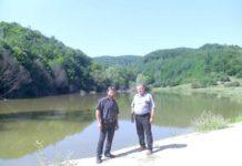 Lacul Pe Chei (viceprimarul Ovidiu Boţ şi paznicul Adrian Ghiran)