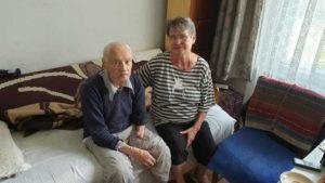 Simeon Mărieş alături de fiica sa Lucia, cu care locuieşte