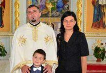 Fotografie din 2015 cu familia preotului Bot