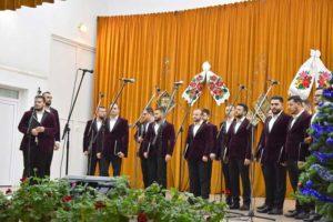 Corul Armonia pe scena Casei de Cultură
