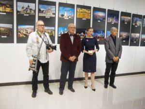 Vernisaj Expo Foto Oameni şi Oraşe din România şi China, la Institutul Cultural Român din Beijing - Centrul SOHO-Galaxy