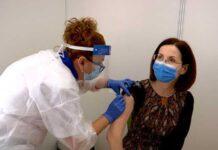 Prof. dr. Anca Minodora Costin Hendea, inspectorul școlar general, vaccinându-se împotriva COVID-19