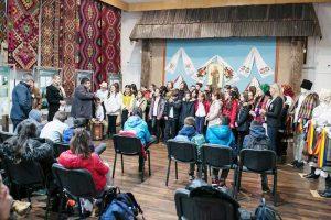 """Elevii şcolii """"Lucian Blaga"""" la Muzeul de Etnografie şi Artă"""