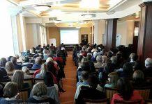 """Dr. Hadrian Borcea, medic şef UPU-SMURD Oradea prezentând lucrarea """"Planul Alb, între provocări şi improvizaţii"""""""