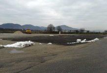 Unul dintre terenurile dorite - amplasat în faţa aeroportului