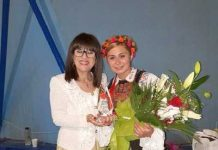 Preşedinta juriului, Elise Stan şi Andreea Ghiţiu