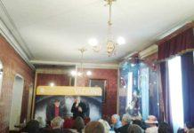 Matei Vișniec şi Ion Caramitru, în foaierul Teatrului Naţional
