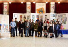 Director prof. Marinel Petreuș, prof. Susana Pop-Debrețeni, prof. Iza Tărțan, cu elevii de la cursul de arte vizuale și invitații