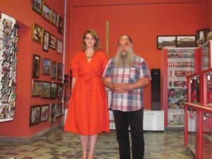 Referentul Oana Enăşel şi directorul Muzeului Judeţean de Artă, Tiberiu Alexa
