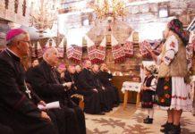 Episcopii catolici din România, la biserica din Şurdeşti (septembrie 2019)
