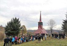 Mulțime de credincioși la biserica monument din Dumbrava