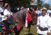 Ioan Hereș este mîndru de calul său înstruțat
